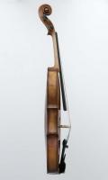 Seitlich 1 Violine R124